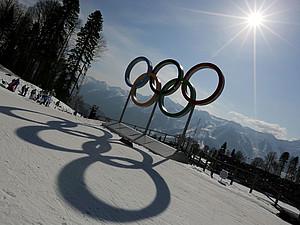Frühling bei den Winterspielen mit Sonnenschein und erfreulichen sportlichen Leistungen. Foto: picture-alliance