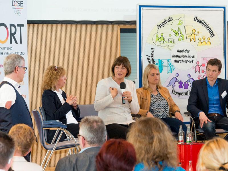 Podiumsdiskussion mit Rainer Schmidt, Gudrun Doll-Tepper, Ulla Schmidt, Verena Bentele und Volker Anneken (v.l.). Alles Fotos: DBS-Akademie/Ralf Kuckuck