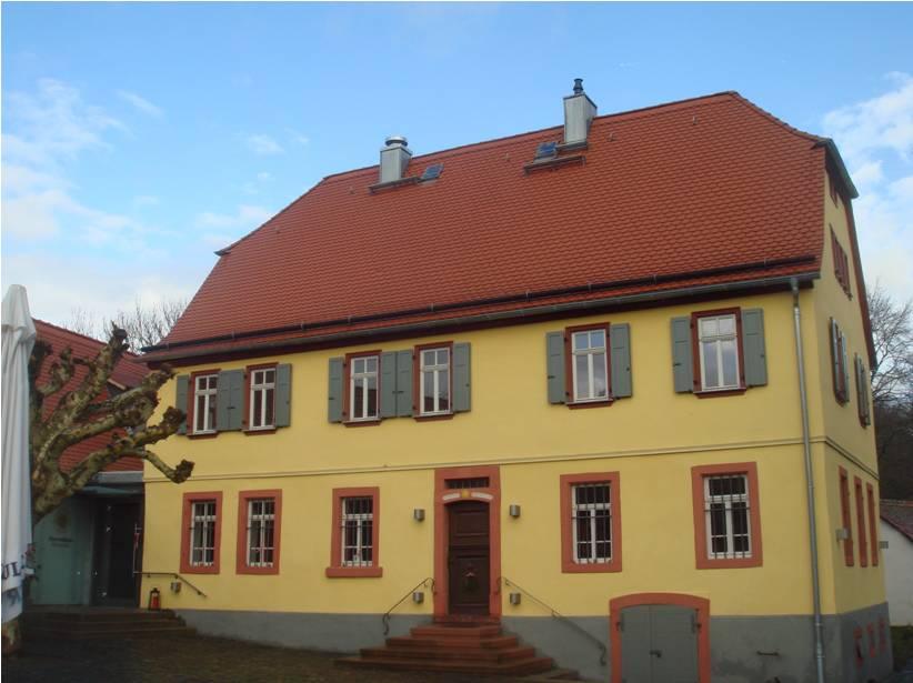 Herrenhaus mit Clubgastronomie der Hof Hausen vor der Sonne Golf AG (copyright: DGV)