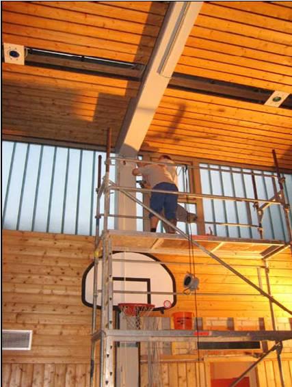 Montage der neuen Beleuchtung (c) TV Hallstadt