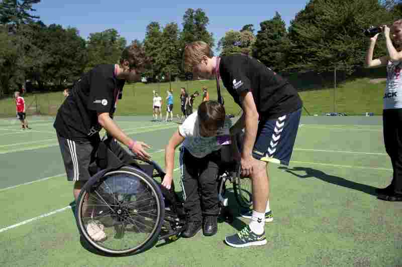 Rollstuhlgerechter Sportunterricht (c) LSB NRW / Foto: Andrea Bowinkelmann