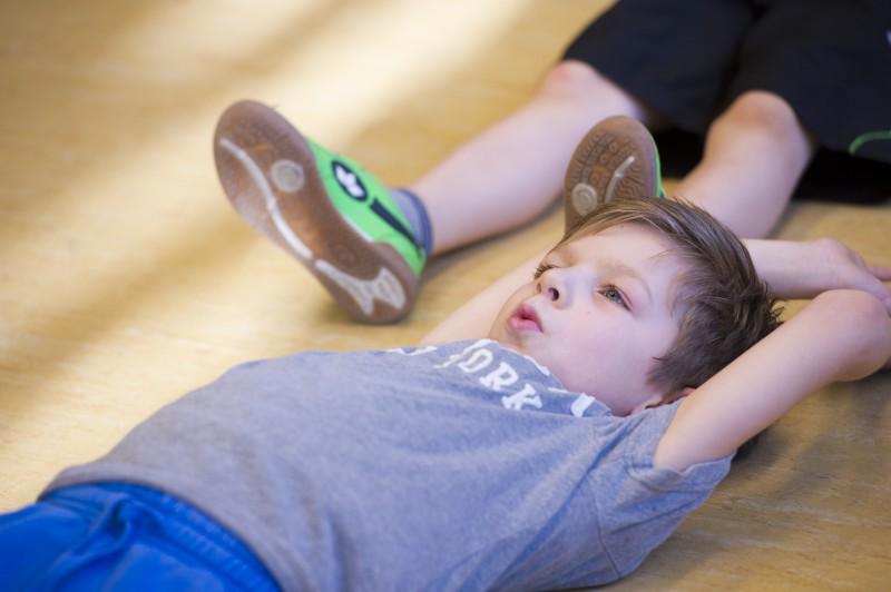 Entspannung in der Schule (c) LSB NRW / Foto: Andrea Bowinkelmann