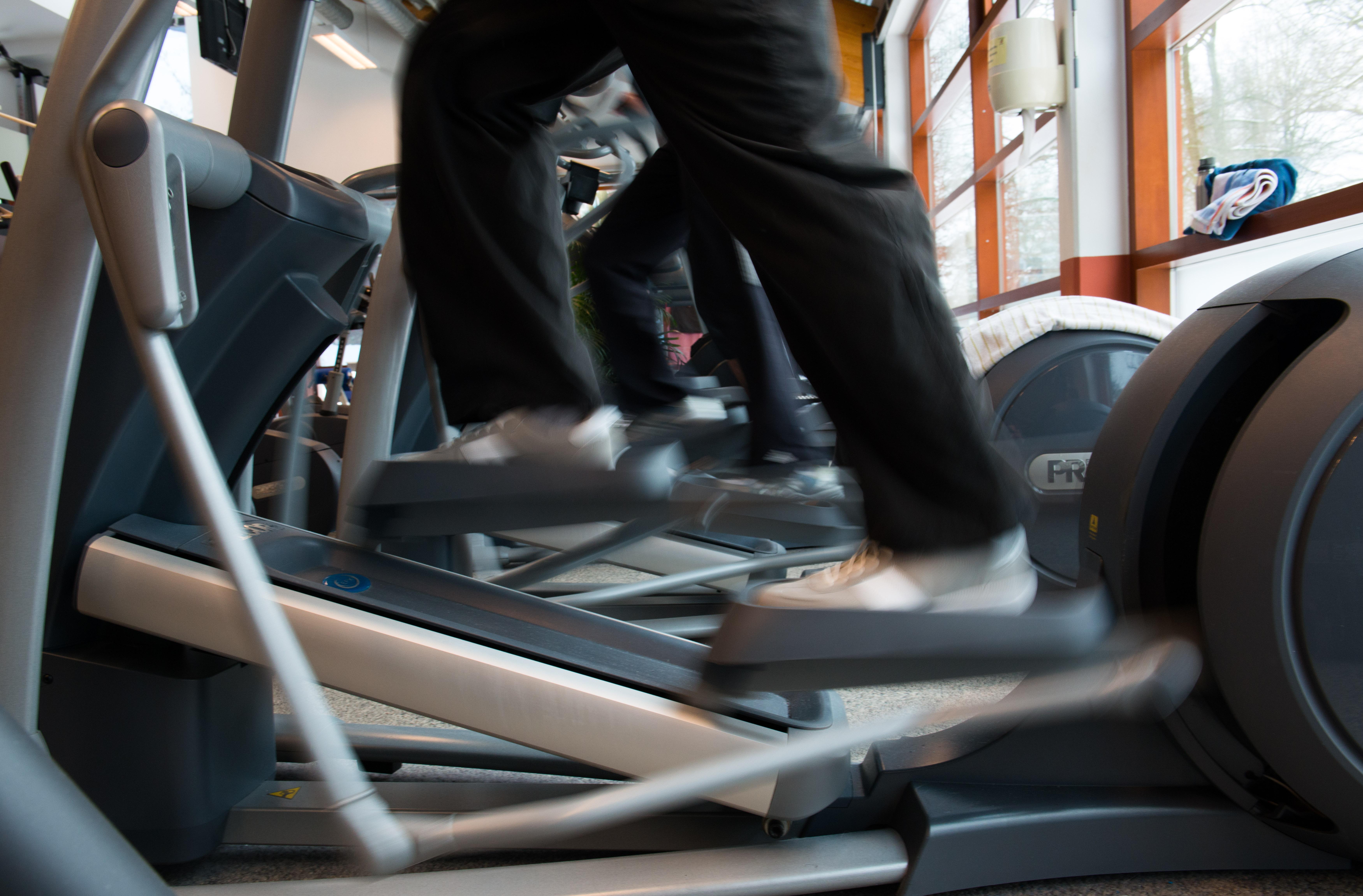 Crosstrainer gehören heute zur Ausstattung eines modernen Fitness-Studios. Foto: Jörg Obernolte