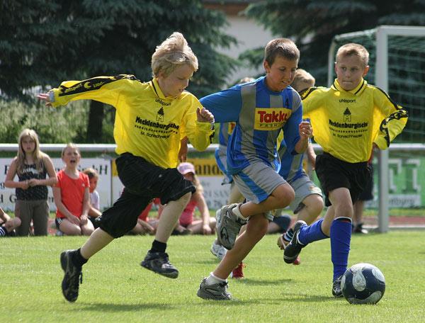 "Ballpower bei der Veranstaltung ""school meets football"" (Foto: Marc Stamer)"