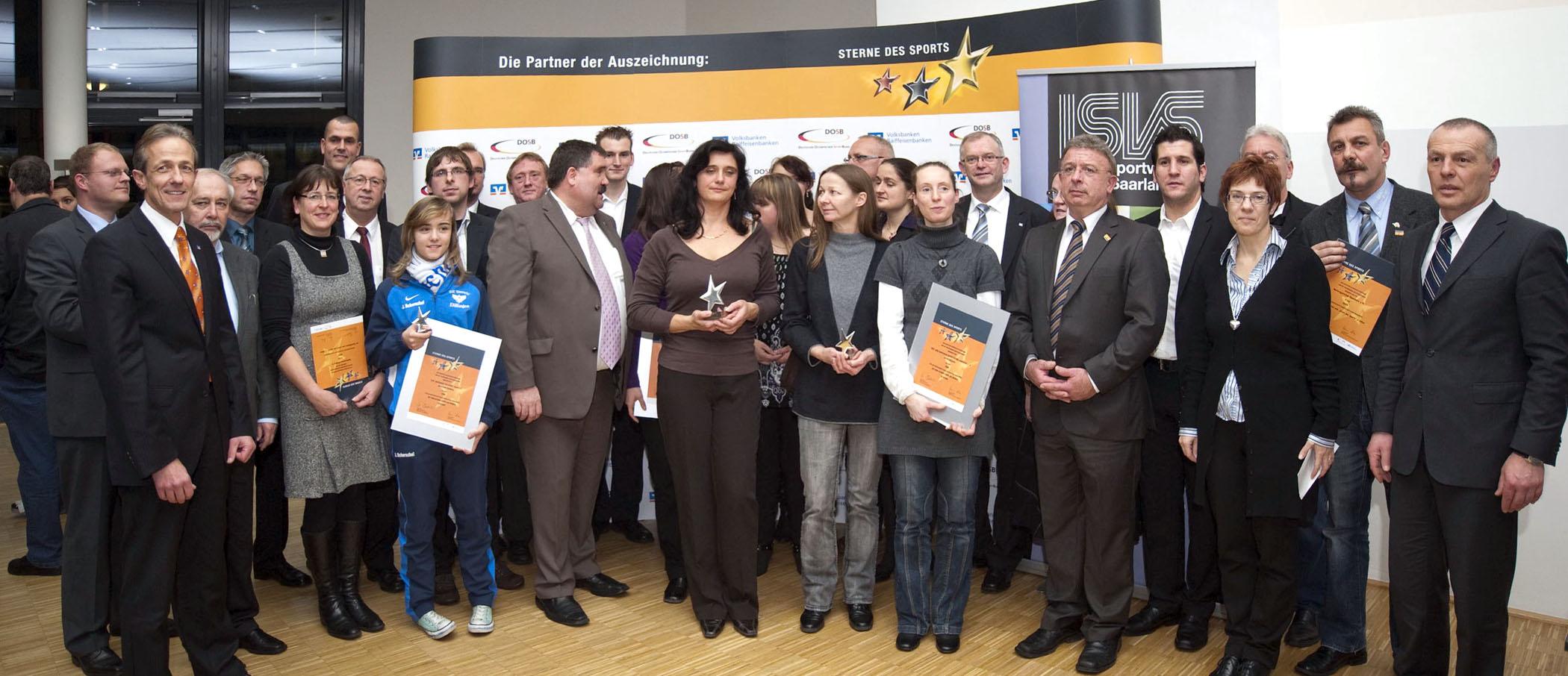 """Die Preisträger der """"Sterne des Sports"""" im Saarland mit der neuen Sportministerin des Saarlands Annegret Kramp-Karrenbauer"""