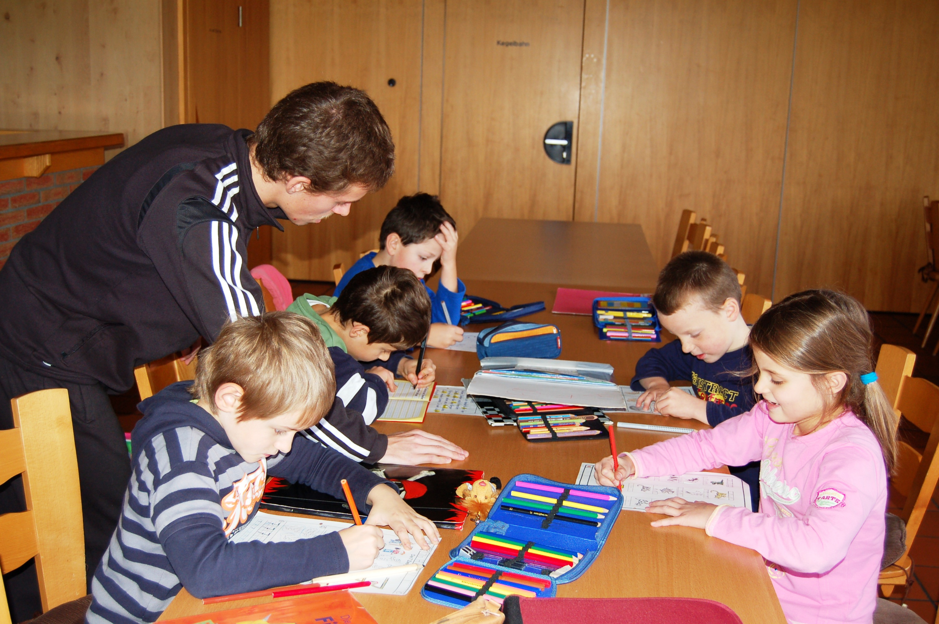 "Auch Hausaufgabenbetreuung bietet die DJK Salz an (Foto: DJK Salz)"""