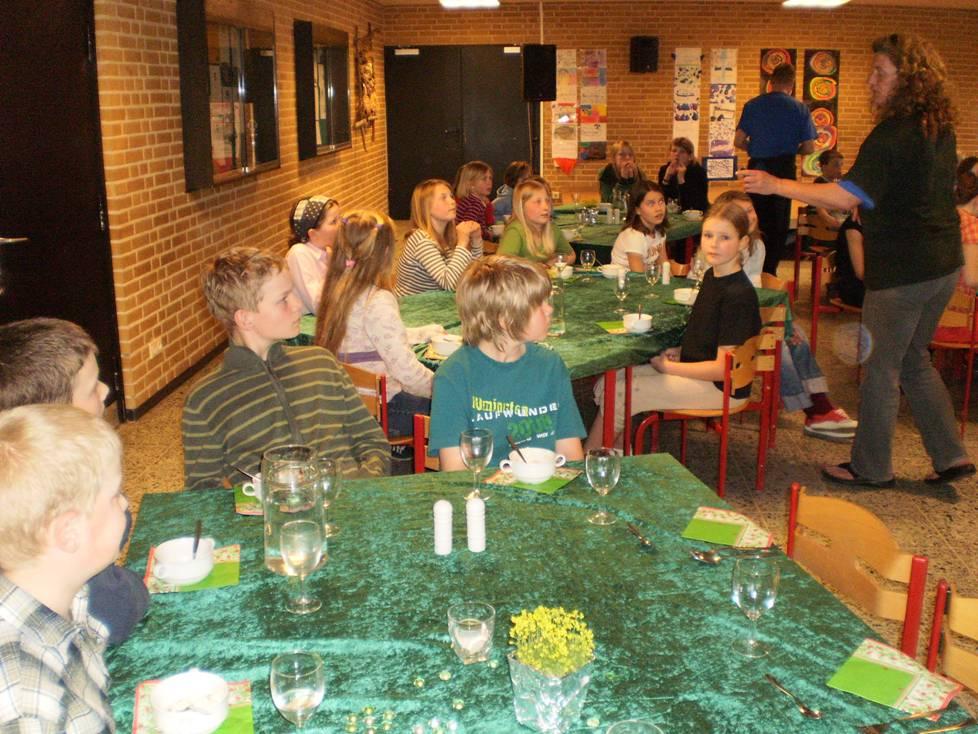 Das Abendessen gehört zu den Höhepunkten des Aufenthalts (Foto: TSV Munkbrarup)