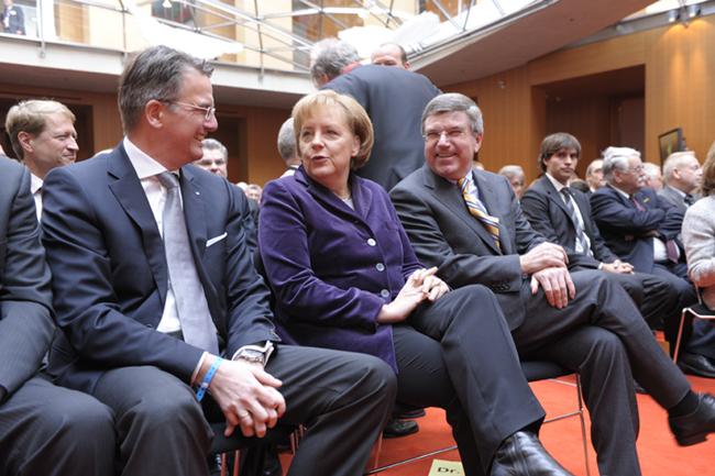 """""""Uwe Fröhlich, Präsident des BVR, Bundeskanzlerin Angela Merkel und DOSB-Chef Thomas Bach"""