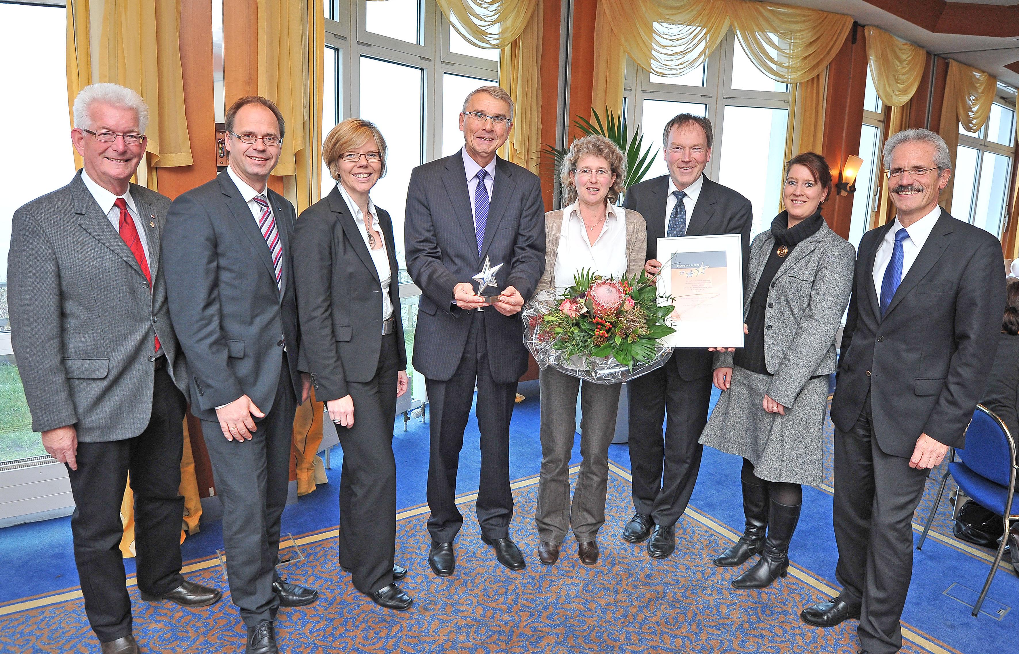 v.l.: Vizepräsident Breitensport i. R. Klaus Witte (Landessportbund Niedersachsen und Jurymitglied), Frank Keisekamp (Firmenkundenberater Volksbank Osnabrück eG),