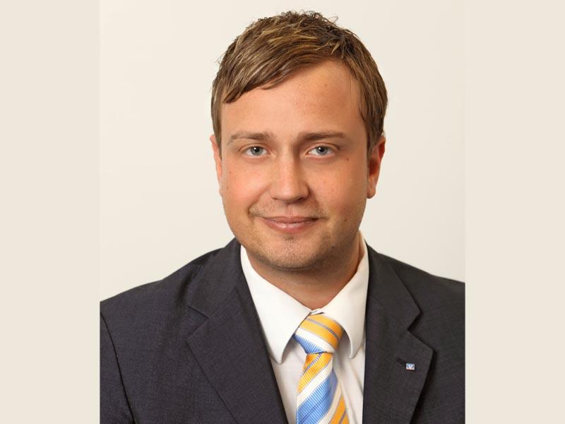 Jens Becherer sorgt selbst dafür, dass die Social Media Seiten der Volksbank Triberg eG immer aktuell bleiben. (Foto Volksbank Triberg eG)