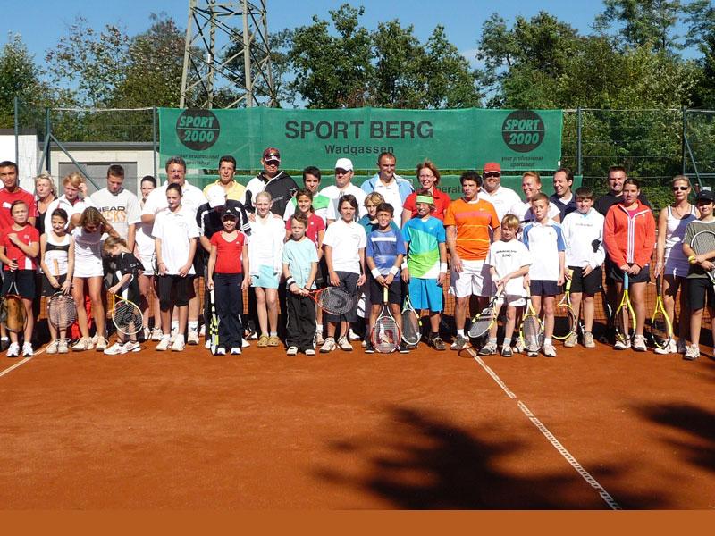 Ein Platz für alle: Der TC Schwarz-Weiß Bous e.V. bringt alle Generationen zusammen. (Quelle: TC Bous)