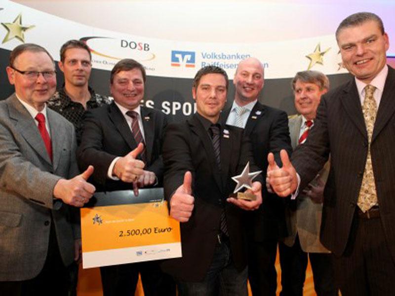 v.l.n.r.: Frank Löper (LSB Sachsen-Anhalt), Mark Zabel (Olympiasieger und Weltmeister im Kanurennsport), Hans-Heinrich Haase-Fricke (Vorstand Vereinigte Volksbank eG Wernigerode), Marc Heyer & Michael Schidlo (beide TSV Zilly), Henning Rühe (Vorsitzende