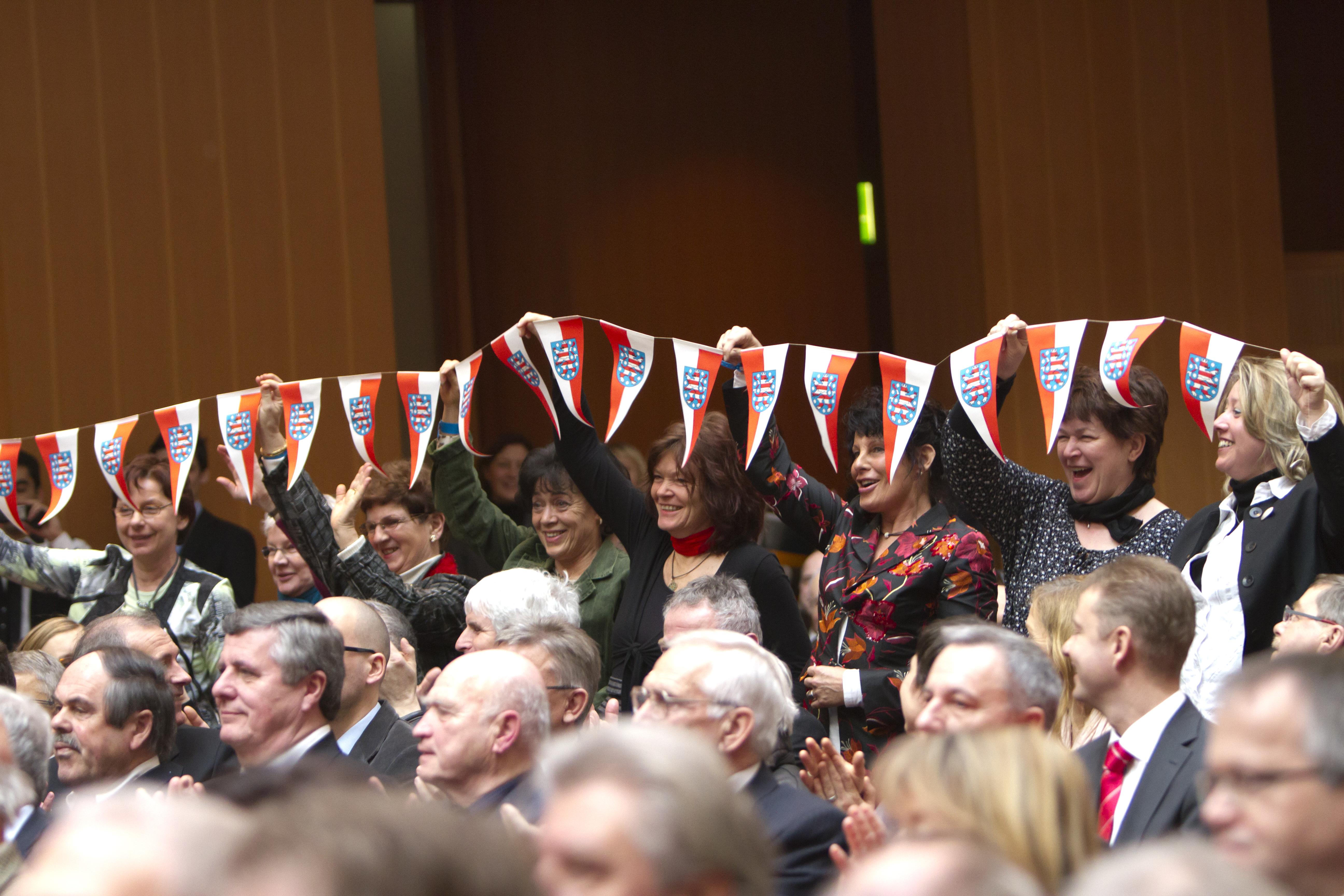 Im Publikum jubelten Vereinsmitglieder und Fans über den Erfolg (Foto: Kai Bienert/Meike Engels)