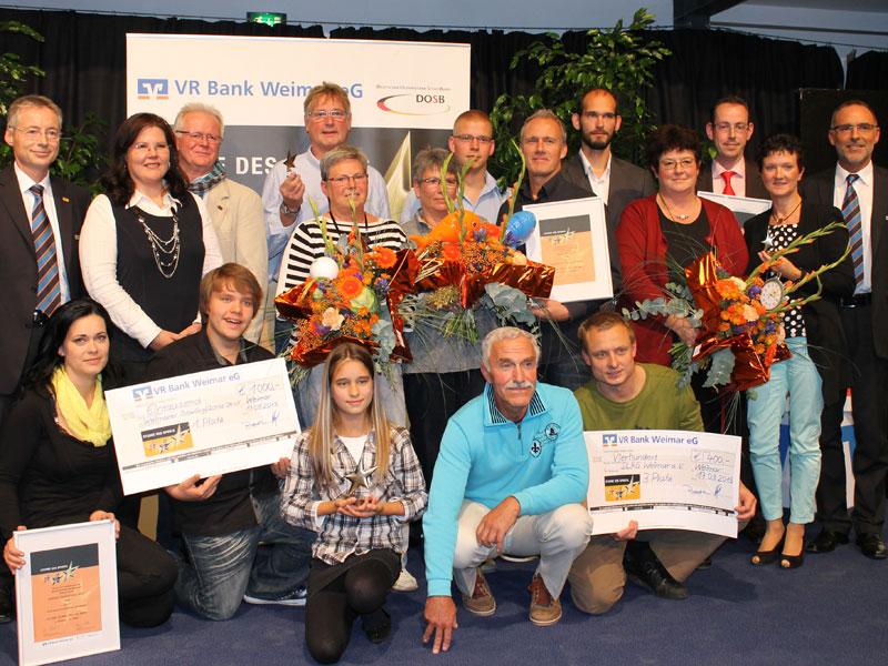 """Große Freude bei der Verleihung der """"Sterne des Sports"""" 2013 in Bronze der VR Bank Weimar eG: 23 Vereine hatten in diesem Jahr ihre Bewerbung bei der Bank eingereicht. (Foto: VR Bank Weimar)"""