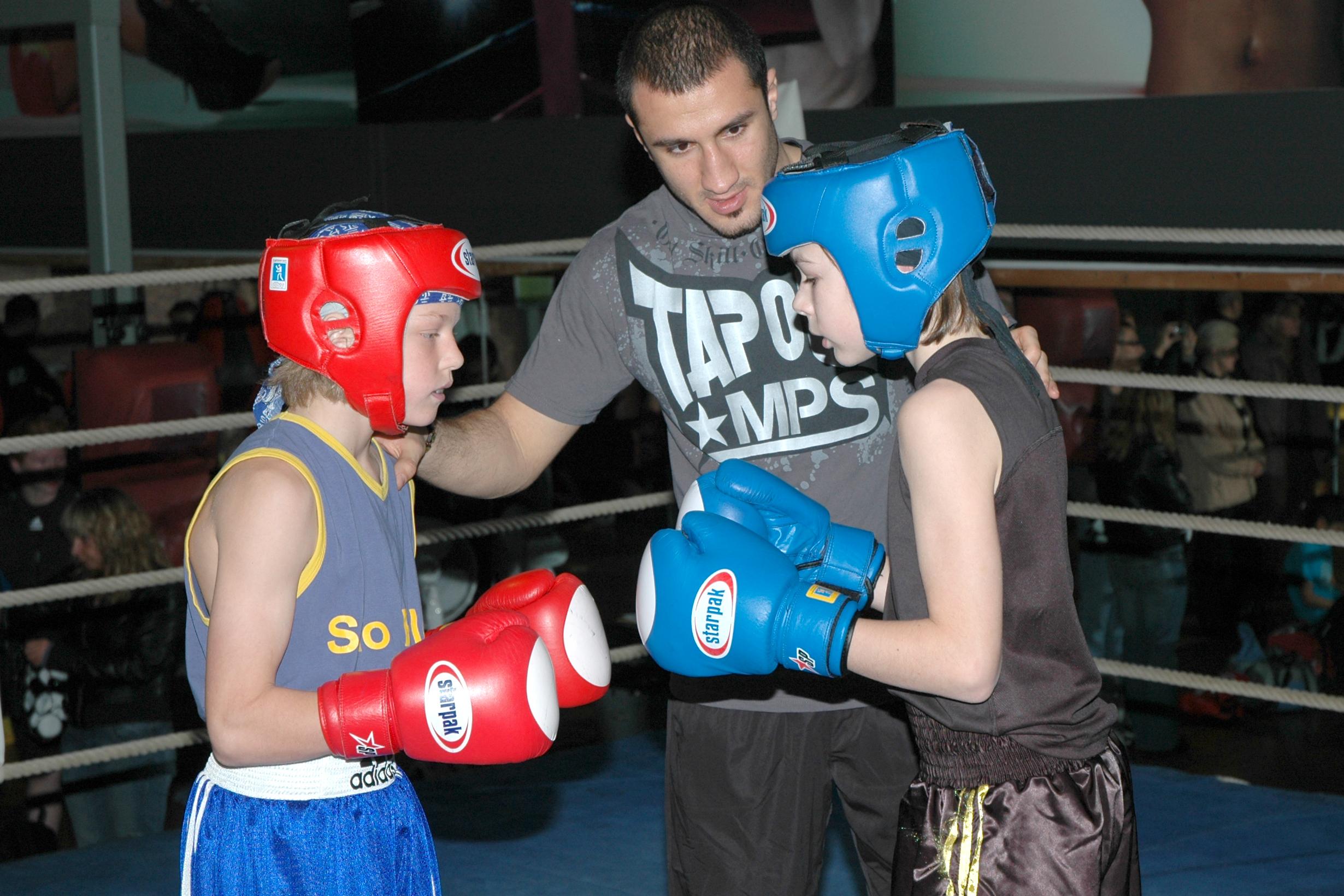"""Durch das Boxtraining bei """"""""United Sports"""""""" lernen die Kids auch in Konfliktsituationen einen kühlen Kopf zu behalten (Foto: MTG Horst)"""