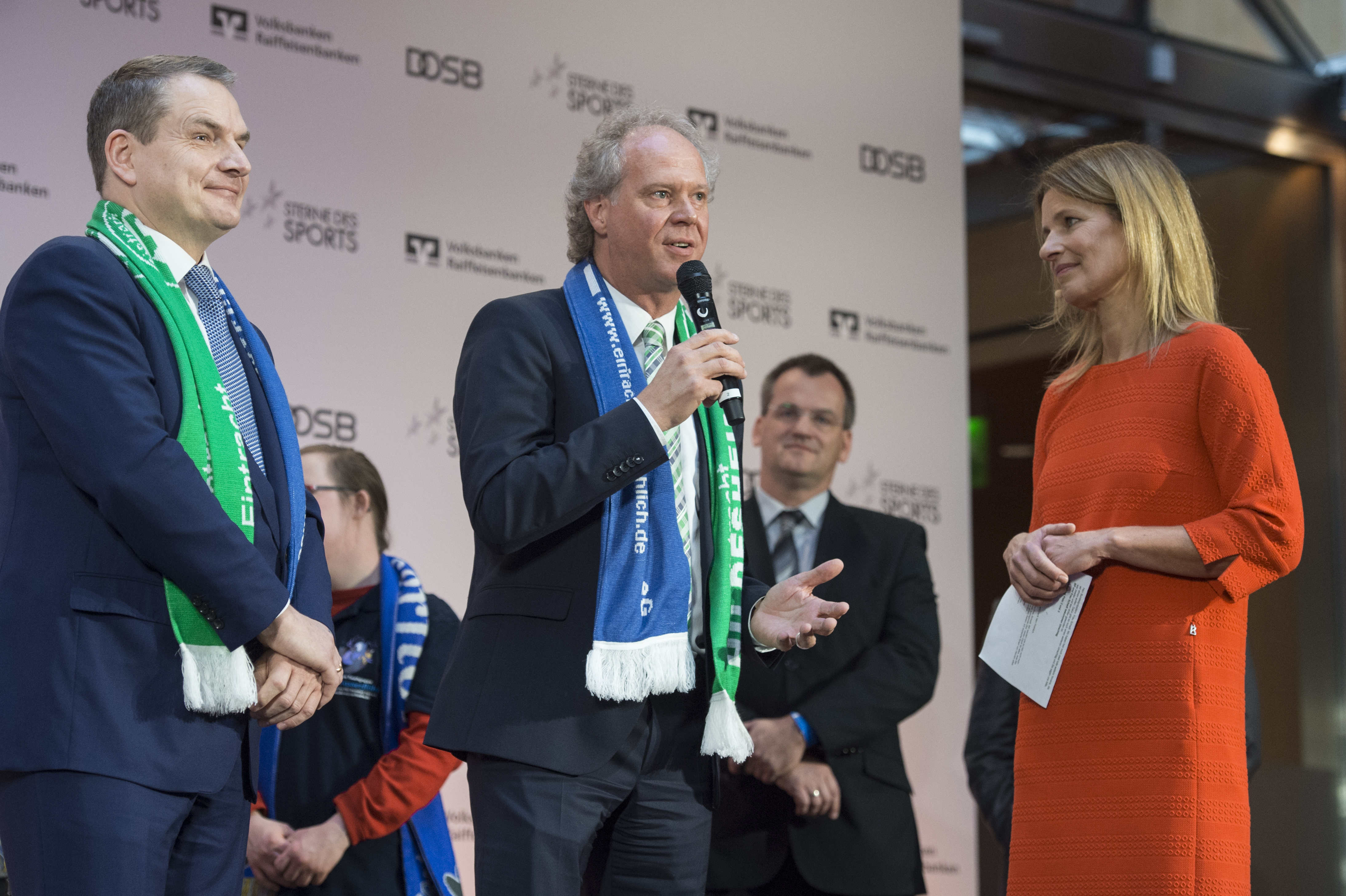 Gefragte Gewinner - Eintracht Hildesheim e.V., Jörg Biethan, Clemens Löcke und Katrin Müller-Hohenstein © DOSB/BVR