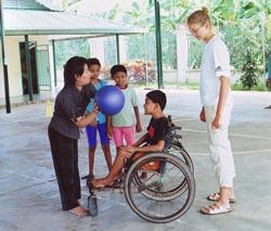 Sportwissenschaftlerin Romy Mäuslein bei einem ihrer letzten Einsätze in Kambodscha. Copyright Mäuslein.