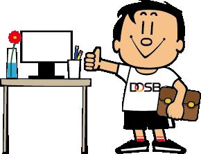 Trimmy, das Maskottchen vom DOSB, steht neben einem Schreibtisch, auf dem ein PC steht. Er hält eine Tasche unter dem linken Arm und zeigt den rechten Daumen hoch.